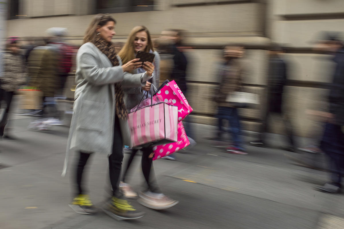 US consumer confidence jumps to highest level in 9 years